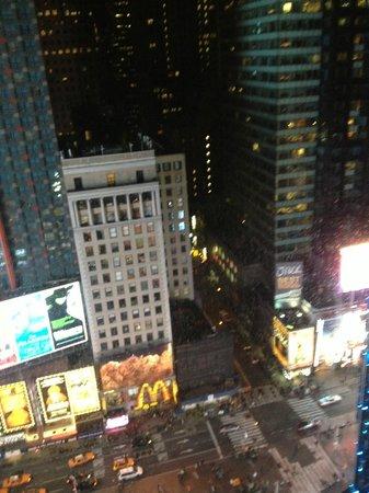 ดับเบิ้ลยู นิวยอร์คไทม์สแควร์: Times Square