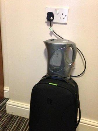 So Paddington : kettle on suitcase
