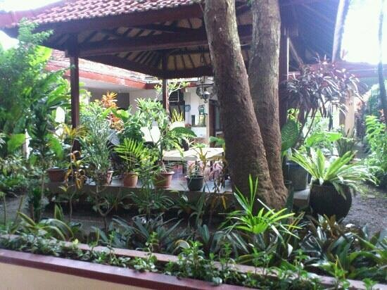 Hotel Kartika Kusuma: gazebo taman