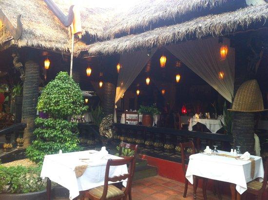 Bopha Siem Reap Boutique Hotel: Beautiful restaurant