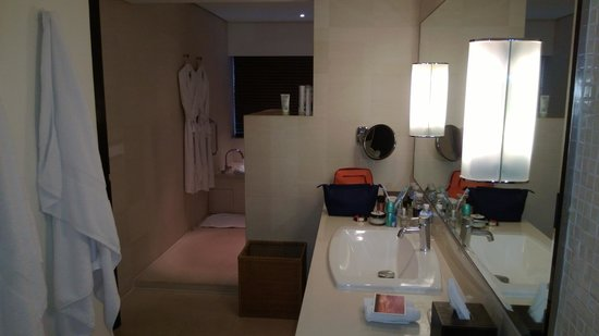 COMO Metropolitan Bangkok: Large bathroom