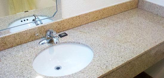 Americas Best Value Inn & Suites: Granite topped vanity