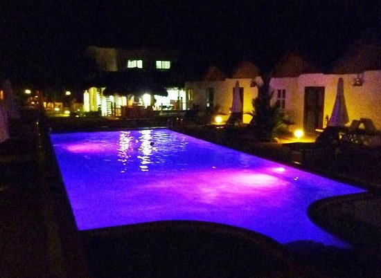 Sunz En Coron Resort: Yet more cool colors from the pool