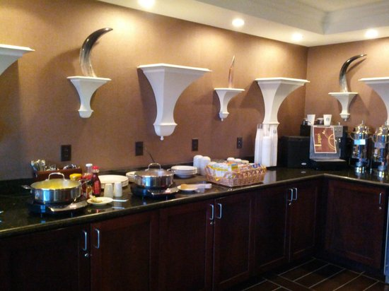 Sheraton Omaha Hotel: club lounge breakfast spread