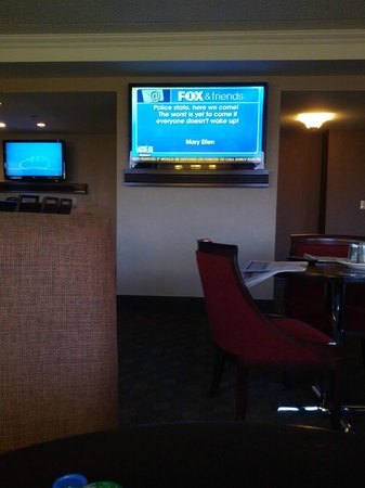 Sheraton Omaha Hotel: club lounge - fox news (sadly)
