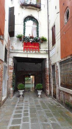 Hotel Casa Petrarca: Ruelle