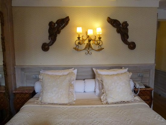 Relais Bourgondisch Cruyce - Luxe Worldwide Hotel: Kingsize bed, Room 21