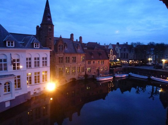 Relais Bourgondisch Cruyce - Luxe Worldwide Hotel: View from Room 21 at night