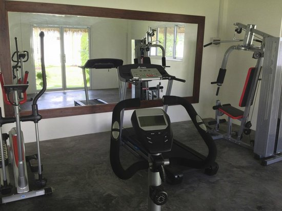 Navutu Dreams Resort & Wellness Retreat: Limited equipment in the gym