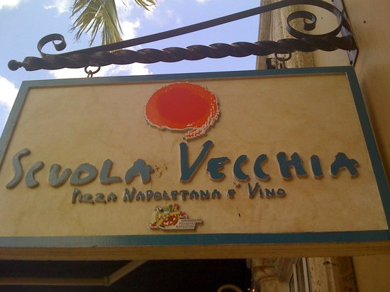 Scuola Vecchia Pizza E Vino: Restaurant sign