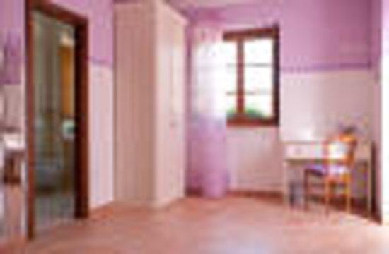 Bed and Breakfast Monticelli: camera lilla con bagno