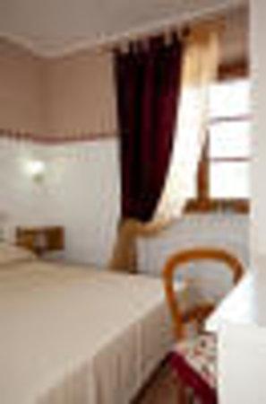 Bed and Breakfast Monticelli: camera romantica con bagno