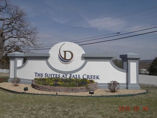 Suites at Fall Creek: enteryway to resort