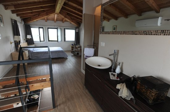 Monte Maino Bed and Breakfast: La Torre  suite
