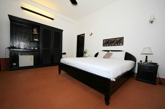 Sonalong Boutique Village & Resort: Our large and comfortable room with coffee and tea facillities.