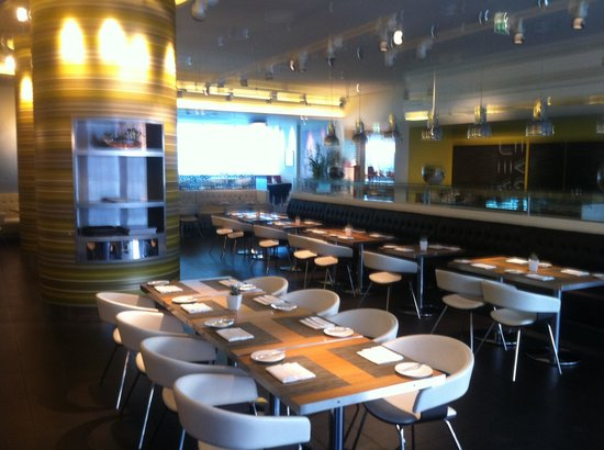 Premier Inn Abu Dhabi Capital Centre Hotel: Costa Coffee in hotel