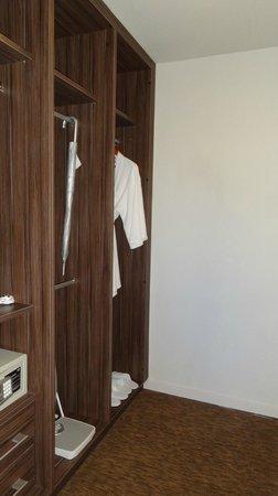Somerset Ampang Kuala Lumpur: Wardrobe