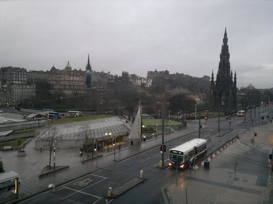 Royal British Hotel: View of Princes St from the room