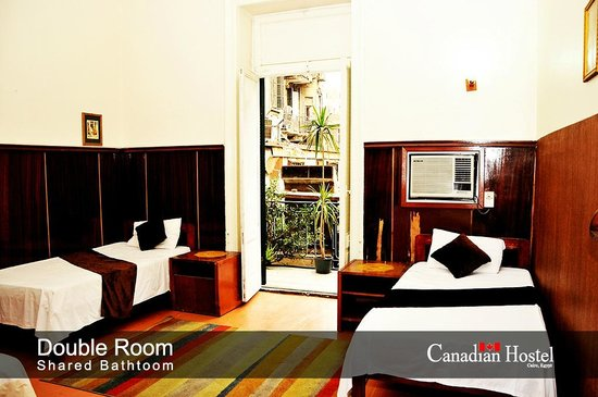 Canadian Hostel: twin bed room