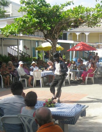 Crystal Waters Bar: Dancer showcases his Michael Jackson moves