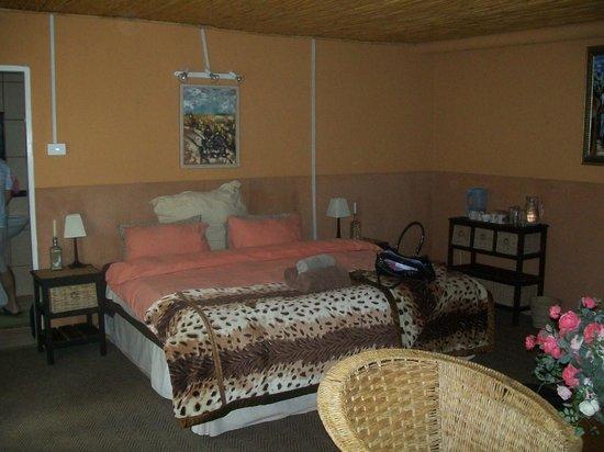 Kenjara Lodge: Our bed