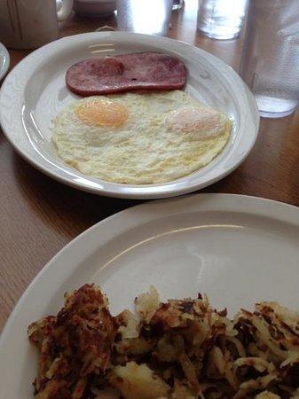 Cafe Colorado: Eggs over medium and ham