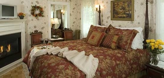 1862 Seasons On Main B&B: Fall Room