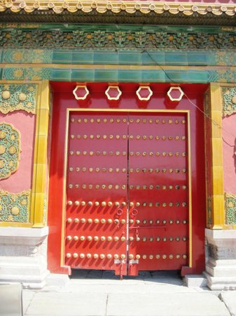 Beijing Jianguo Hotel: One of the doors in the Forbidden City