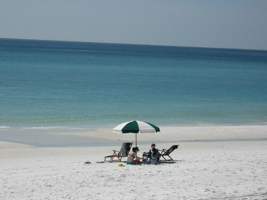 Emerald Grande at HarborWalk Village: Beautiful beaches