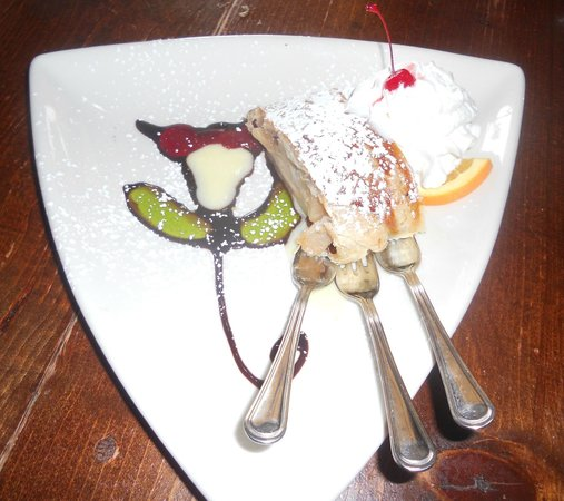 Old Castle Tavern: Apple Strudel - A work of art and delicious.