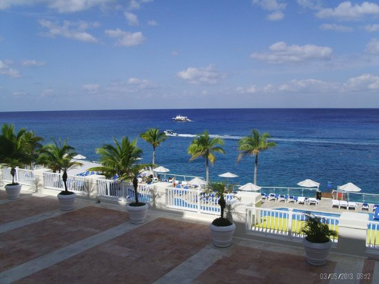 Cozumel Palace: View from balcony, 3rd floor