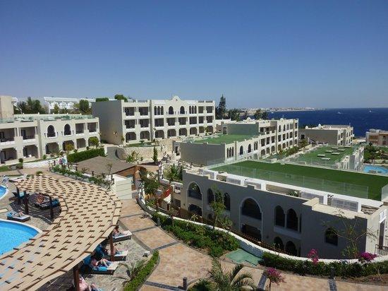 Sunrise Grand Select Arabian Beach Resort: View from top pool