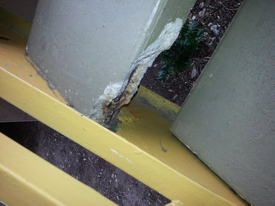 Econo Lodge North Austin: picture of stair #1