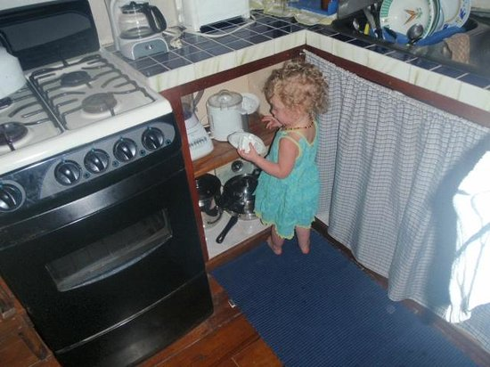Colibri House: 19 month old in the kitchen
