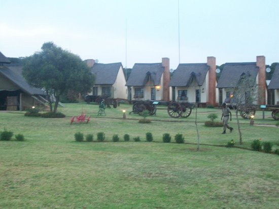 Askari Game Lodge & Spa: View from pool of chalet 1 - 8