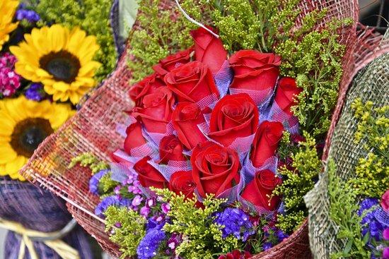 ถนนตลาดดอกไม้: Flower Market Road