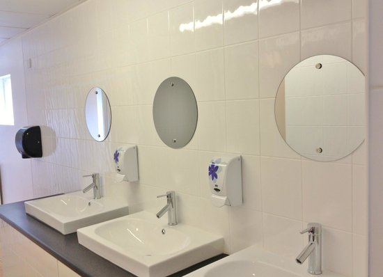 Wheal Rodney Holiday Park: Ladies toilet/shower block