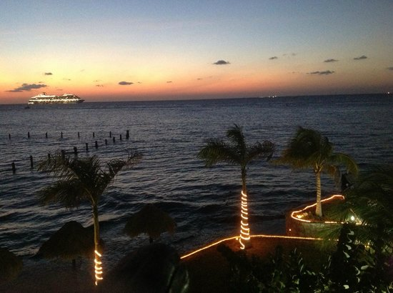 Blue Angel Resort: Beautiful sunset from the room