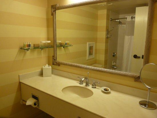 Portola Hotel & Spa at Monterey Bay : La salle de bain