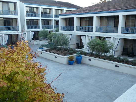 Portola Hotel & Spa at Monterey Bay: Terrasse