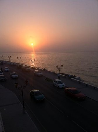 Le Mer : Sunset view