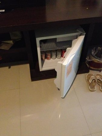 Buaraya Hotel Chingmai: mini fridge