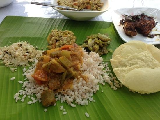 The Pamba Heritage Villa: proper home made kerala lunch! so tasty and hand cooked by the grand mother