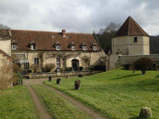 Le Domaine du Château : Aile des dépendances où se trouve les chambres