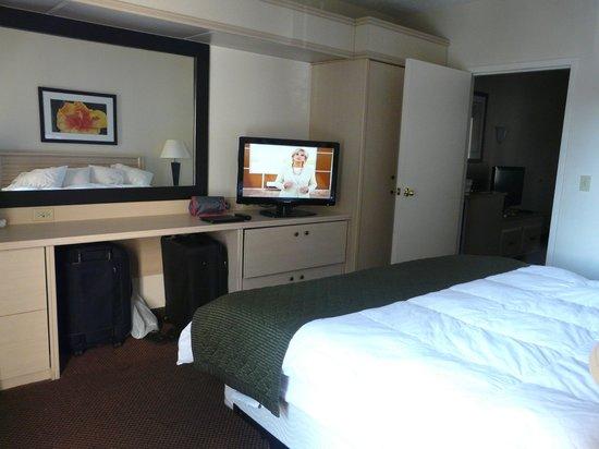 Baymont Inn & Suites Tampa Near Busch Gardens: Comodidad y amplitud