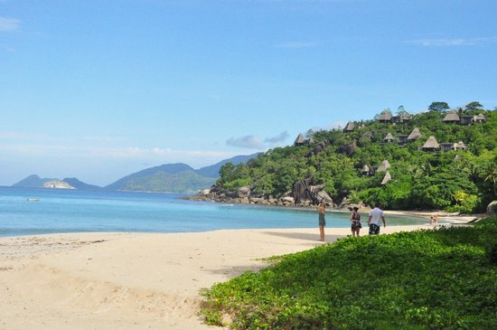 Kempinski Seychelles Resort: Along the coastal road