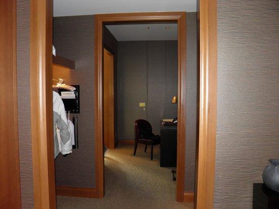 The St. Regis Osaka: couloir avant la partie nuit