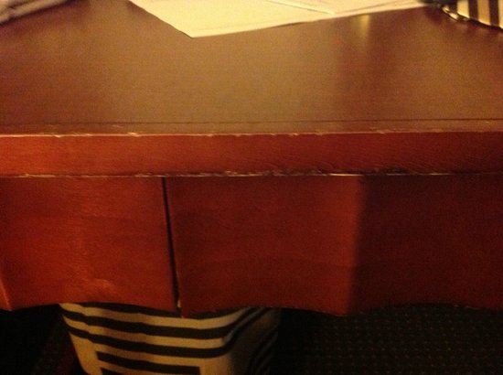 Embassy Suites by Hilton Richmond : nicks, scratches on left front of desk