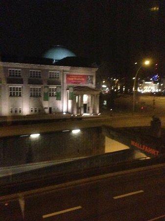 IntercityHotel Hamburg Hauptbahnhof: excelente vista al museo