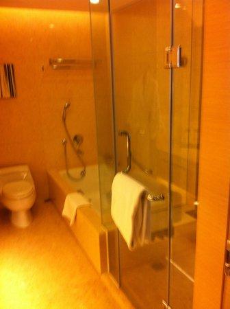 كراون بلازا هونج كونج كوزواي باي: bath